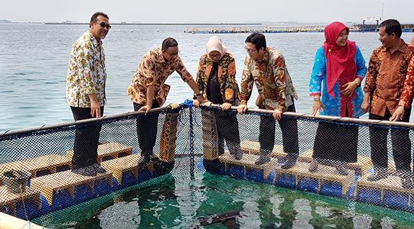 Gubernur Serahkan Karamba Jaring Apung di Kepulauan Seribu